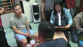 Cơ quan chức năng thực hiện lệnh bắt giữ đối tượng Nguyễn Quốc Phong 
