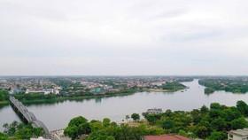 Đô thị Huế nhìn từ sông Hương 