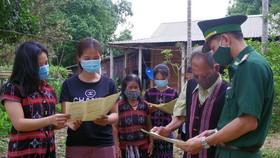 BĐBP tỉnh Thừa Thiên - Huế tuyên truyền về bầu cử đại biểu Quốc hội khóa XV và đại biểu HĐND các cấp, nhiệm kỳ 2021 - 2026 cho đồng bào Pa Cô 