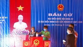 Cử tri là đồng bào các dân tộc thiểu số A Lưới đi bầu cử đại biểu HĐND tỉnh này khóa VIII, nhiệm kỳ 2021-2026 