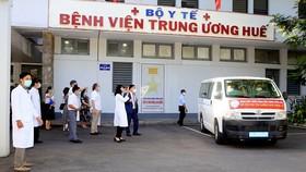 Đoàn thầy thuốc Bệnh viện Trung ương Huế tức tốc lên đường vào Phú Yên chống dịch Covid-19. 