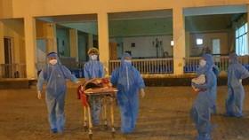 Trung tâm y tế huyện Phú Vang đưa mẹ con sản phụ H về đơn vị này chăm sóc và điều trị. 