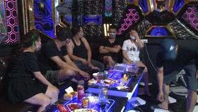 Các đối tượng sử dụng ma túy tại quán Karaoke Family 