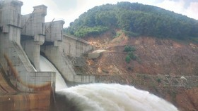 Hồ thủy điện Hương Điền bắt đầu vận hành xả nước từ 19 giờ ngày 13-10