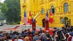 Kết thúc hội đàm, Chủ tịch nước Trần Đại Quang và Tổng thống Donal Trump cùng chủ trì họp báo chung. Ảnh: VGP