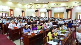 Các đại biểu biểu quyết đồng ý đề án thành lập phường Tiến Thành thuộc thị xã Đồng Xoài và thành lập thành phố Đồng Xoài trực thuộc tỉnh Bình Phước