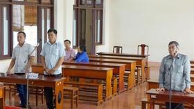 2 nguyên phó công an xã lãnh án tù vì giả mạo giấy tờ trong công tác