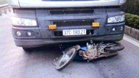 Va chạm giữa xe tải và xe máy, 2 cha con tử vong