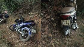 Hai chiếc xe máy bị hất văng sau vụ tai nạn ở địa bàn xã Mỹ Lộc, huyện Can Lộc, tỉnh Hà Tĩnh