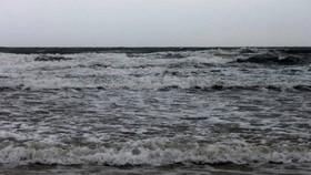 Gặp nạn trên biển, 2 ngư dân mất tích