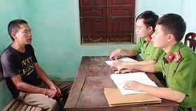 Phan Đình Thành khai báo sự việc tại cơ quan công an. Ảnh: Công an tỉnh Hà Tĩnh cung cấp