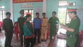 Công an đọc quyết định khởi tố đối với Nguyễn Thị Hảo