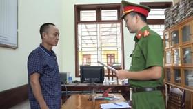 Công an huyện Hương Sơn đọc lệnh tạm giam đối với Cao Huy Chương