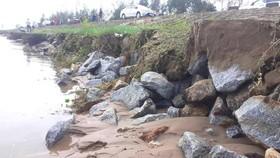 Đê chắn sóng ven biển ở Hà Tĩnh bị sạt lở sau mưa lũ