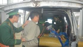 Lực lượng chức năng Hà Tĩnh phát hiện, bắt giữ một vụ vận chuyển pháo nổ qua cửa khẩu quốc tế Cầu Treo. Ảnh tư liệu