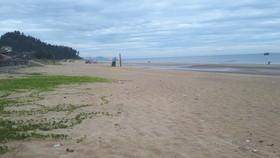 Khu vực bãi biển thị trấn Thiên Cầm, huyện Cẩm Xuyên, Hà Tĩnh