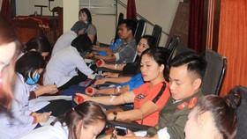 Các tình nguyện viên tham gia hiến máu