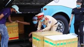 Các thùng xốp chứa động vật trong xe khách. Ảnh Công an Hà Tĩnh