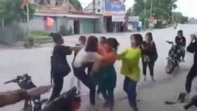 Hiện trường vụ nữ sinh đánh hội đồng ở Hương Sơn, Hà Tĩnh. Ảnh cắt từ clip