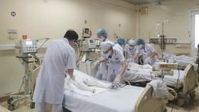 Các nạn nhân đang được cấp cứu tại bệnh viện