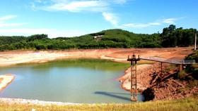 Nắng nóng kéo dài khiến nhiều hồ đập ở huyện Hương Khê bị cạn nước