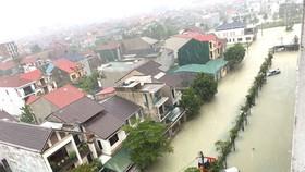 Nhiều đường phố, nhà dân ở trung tâm TP Hà Tĩnh bị ngập nước sâu