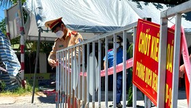 Lực lượng chức năng Hà Tĩnh tháo gỡ chốt phong tỏa khu vực liên quan