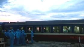 Chuyến tàu SE14 về đến ga Yên Trung sáng 26-7