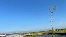 Việc xả thải ra môi trường khi chưa được xử lý của dự án đã gây ô nhiễm môi trường khiến người dân bức xúc