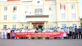 Các cán bộ, nhân viên, sinh viên ngành y tế Hà Tĩnh lên đường ra tỉnh Nghệ An hỗ trợ phòng, chống dịch Covid-19