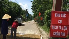 Lập biển báo khu vực có dịch tả heo châu Phi ở huyện Nghi Xuân, tỉnh Hà Tĩnh