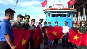 Cảnh sát biển đồng hành với ngư dân Hà Tĩnh