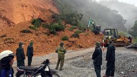 Hiện trường sạt lở trên Quốc lộ 8A đoạn qua xã Sơn Kim 1