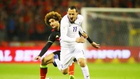 Kostas Mitroglou (phải) có thể sẽ được ra mắt Ligue 1 trong đội hình của OM vào cuôi tuần này. Ảnh: Getty Images