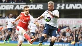 Toby Alderweireld (phải) trở lại sẽ khiến các chân sút Arsenal gặp khó khăn. Ảnh: Getty Images