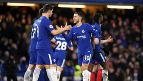 Eden Hazard (phải) tỏa sáng để giúp Chelsea tìm lại chiến thắng. Ảnh: Getty Images