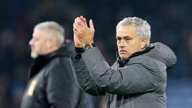 Jose Mourinho muốn được tiếp sức thêm từ sự ủng hộ trên khán đài Old Trafford. Ảnh: Getty Images