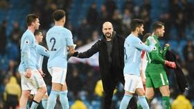 HLV Guardiola cần sốc lại tinh thần cho các học trò. Ảnh: Getty Images