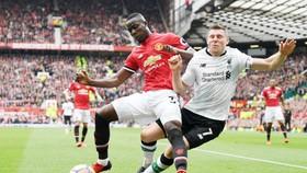 Eric Bailly (trái) vắng mặt trong đội hình Man.United đầy bí ẩn. Ảnh: Getty Images