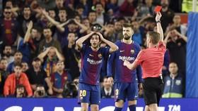 Roberto bị truất quyền thi đấu. Ảnh: Getty Images