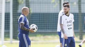 """HLV Sampaoli khẳng định không có """"quyền lực đen"""" của Messi.Ảnh: Getty Images"""