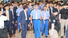 Ông Han Ho-chol dẫn đầu đoàn Triều Tiên sang Hàn Quốc hợp nhất đội tuyển thi đấu tại Asiad. Ảnh: Yonhap News.