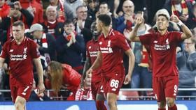 Roberto Firmino (phải) mừng bàn thắng quyết định phút cuối. Ảnh: Getty Images