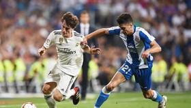 Real gặp không ít khó khăn với Espanyol. Ảnh Getty Images.