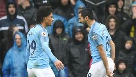 Ilkay Gundogan (phải) mừng bàn thắng góp công vào kết quả ấn tượng tại Cardiff City. Ảnh: Getty Images
