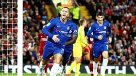 Eden Hazard mừng bàn thắng quyết định giúp Chelsea chiến thắng. Ảnh: Getty Images