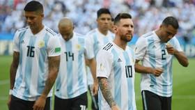 "Maradona ""xúi"" Messi chia tay tuyển Argentina"