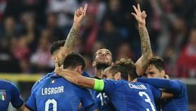 Cristiano Biraghi mừng bàn thắng đáng nhớ nhất sự nghiệp. Ảnh: Getty Images
