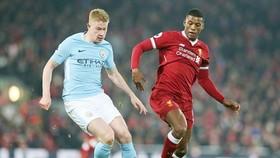 Georginio Wijnaldum (phải) tin tưởng Liverpool sẽ thắng trong cuộc đua với Man.City. Ảnh: Getty Images