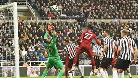 Pha lập công quý giá của Divock Origi giúp Liverpool nuôi giữ hy vọng thắng Premier League. Ảnh: Getty Images